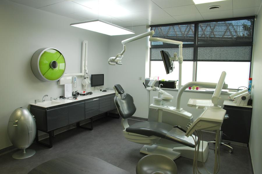 amenagement d 39 un cabinet dentaire pour quatre dentistes dovy elmalan transformation d 39 espaces. Black Bedroom Furniture Sets. Home Design Ideas