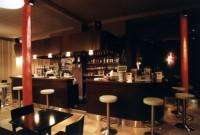 Bar avec casquette bois
