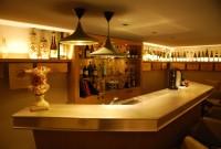 Garage aménagé en bar à vin