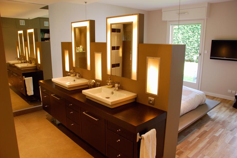 Dovy elmalan transformation d espaces renovation de for Derriere la salle de bain