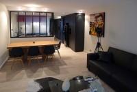 salon, salle à manger, cuyisine et couloir d'entrée